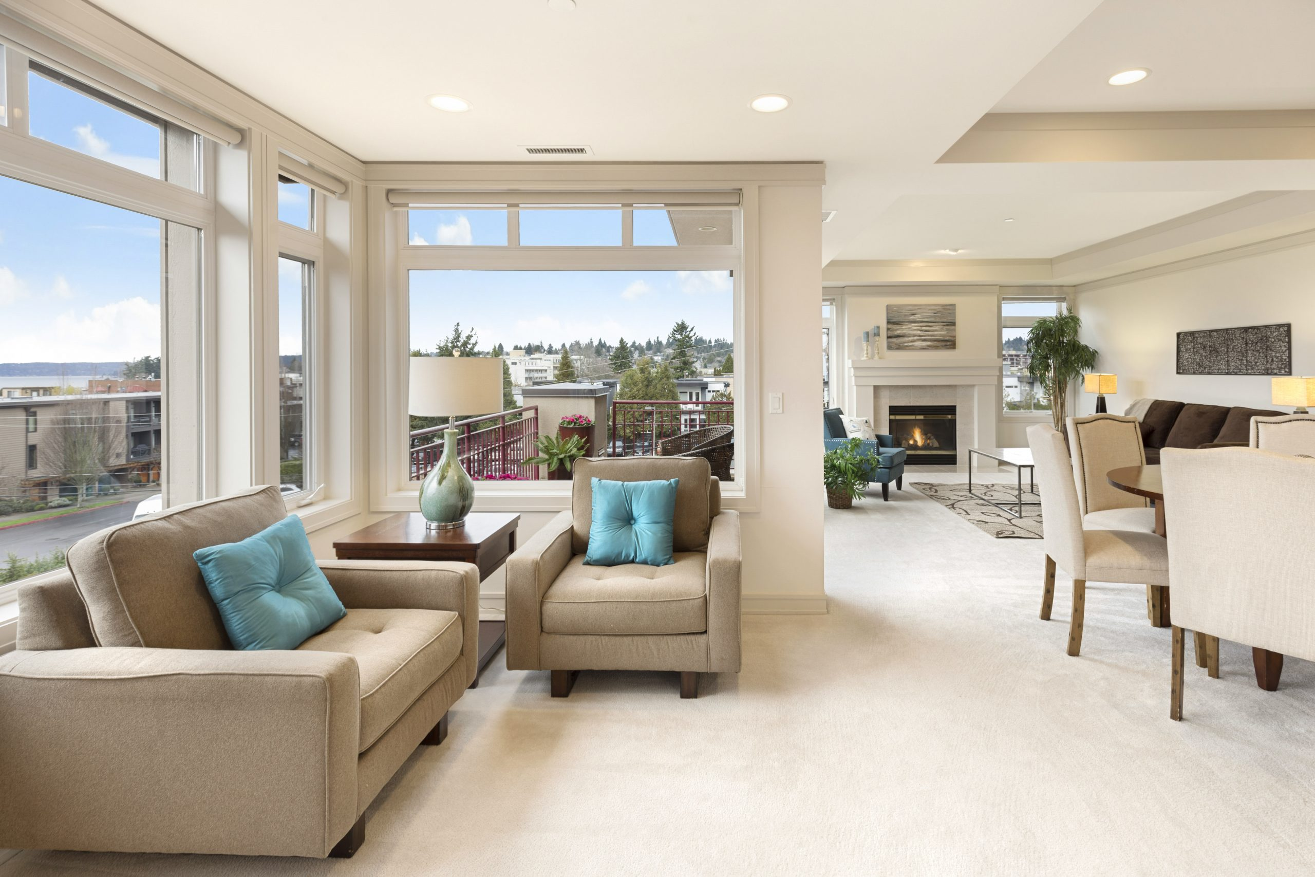 Turquoise accent living room